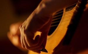 gitara-muzykant-struny-